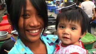 THAILAND market at Kamphaeng Phet (sd-video)