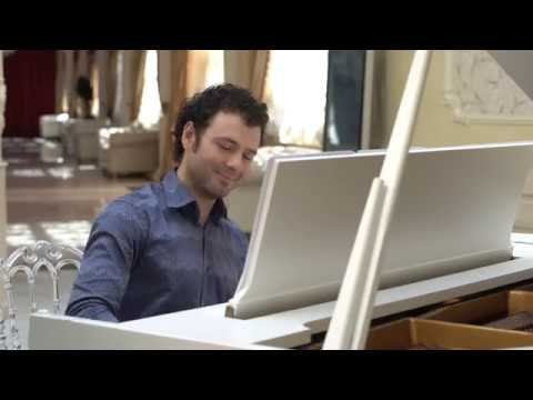 Philipp Petkov plays Over the Rainbow, Beatles, The Entertainer by NY Music Entertainment