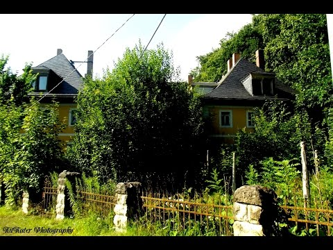 Das alte Herrenhaus im Dorfe