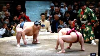 Ozeki Kisenosato (9-1) wants to stay on top of the leader board all...