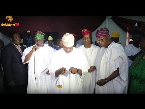 Download KING SUNNY ADE DANCES AS EBENEZER OBEY PERFORMS AT HIS 70TH BIRTHDAY CELEBRATION IN LAGOS