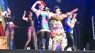 Scissor Sisters - Tits On The Radio (With Beth Ditto) [Live at Lovebox Festival]