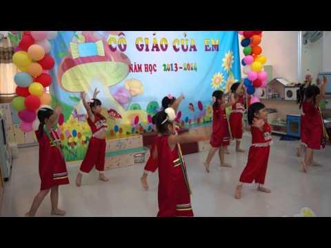 """Ngân Giang múa bài """"Cô giáo em là hoa ê ban"""""""