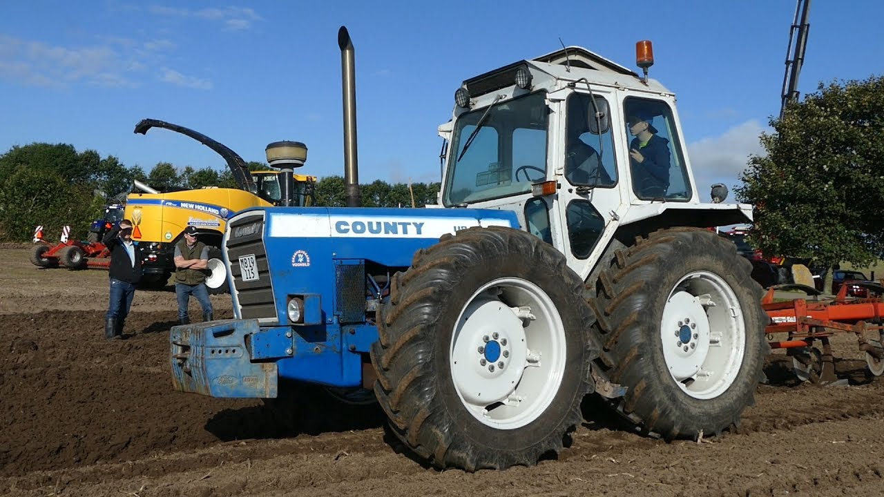 Ford County 1184 TW Ploughing W/ 6-Furrow Kverneland