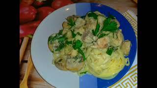 Сливочно грибной соус + лапша. 20-24 минут и ужин готов.