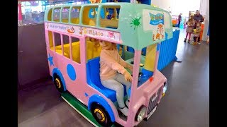 Kids Ride On Bus*Wheels on the Bus Song*Video for Kids*Niños Montando en Autobús*Videos para Niños