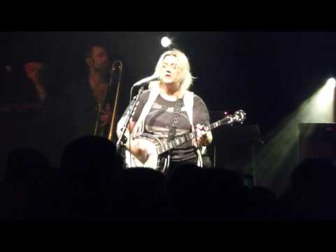 Elle King - Kokaine Karolina - Live at The Fillmore in Detroit, MI on 10-30-16