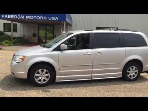 2010 Chrysler Town & Country Braun Wheelchair van w/ Power Driver Transfer Seat 1-800-625-6335