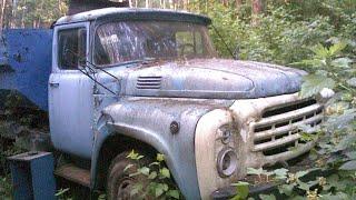 Парень в лесу наткнулся на брошенные ЗиЛ 130 и ПАЗ 32053
