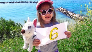 Learn colors and numbers in English for kids with Julia