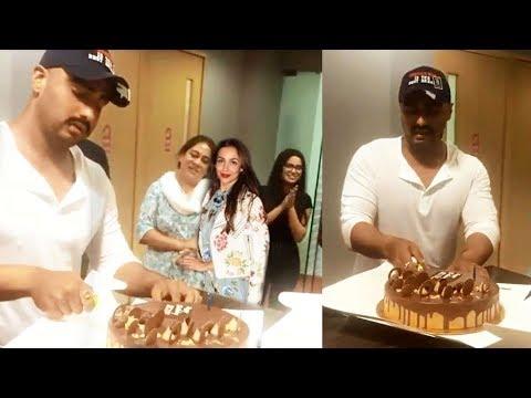 GF Malaika Arora SURPRISES  Arjun Kapoor @Birthday Celebration | U will love this! Mp3