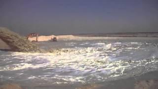 مشهد تاريخى بقناة السويس الجديدة تدفق مياه القناة الجديدة فى رمال سيناء