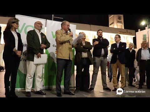 VÍDEO: Vox reúne a unas 150 personas para protestar por la creación del centro MENA en Lucena