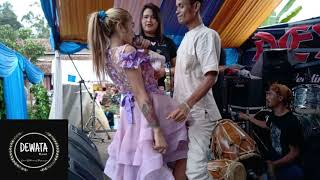 Tita Garut Bintang Pantura berulah lagi di hajatan || Goyang 2 Jari || Dewata Band