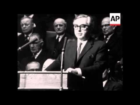 CAN927 FOREIGN SECRETARY GEORGE BROWN ADDRESSES A EUROPEAN MOVEMENT RALLY