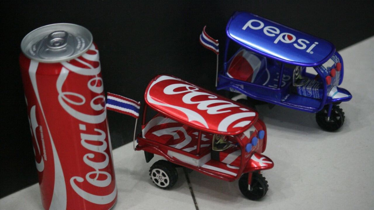 How to make a toy tuk tuk out of coca cola can thailand for Things made out of tin cans