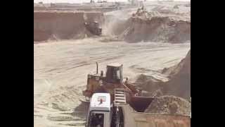 Suez Canal new: a scene in the dig September 28, 2014