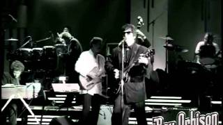 "Roy Orbison - ""Ooby Dooby"" from Black and White Night"