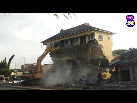 K M A PULLS DOWN UNLAWFUL STRUCTURES IN KUMASI
