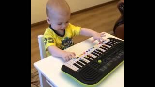 Импровизация от Дани на синтезаторе перед занятием с БимБаскет(Малыши очень любят узнавать все новое! Маленький Музыкант Даня исполняет мелодию собственного сочинения..., 2015-11-23T10:54:39.000Z)