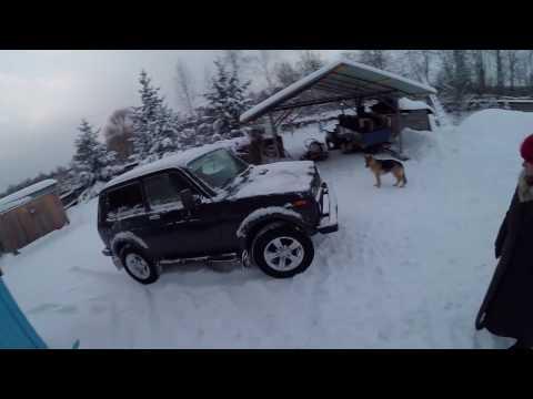 поле, снег и нива с прицепом, пробуем перевезти груз