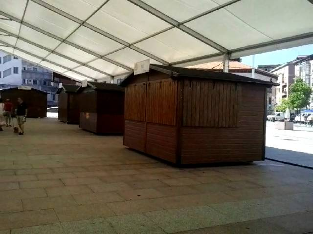 Las casetas de la Feria de Día de Torrelavega permanecen en su sitio pero cerradas