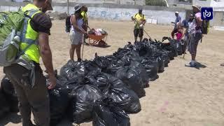 تونس.. مواطنون يحاربون القمامة على شواطئ (28/7/2019)