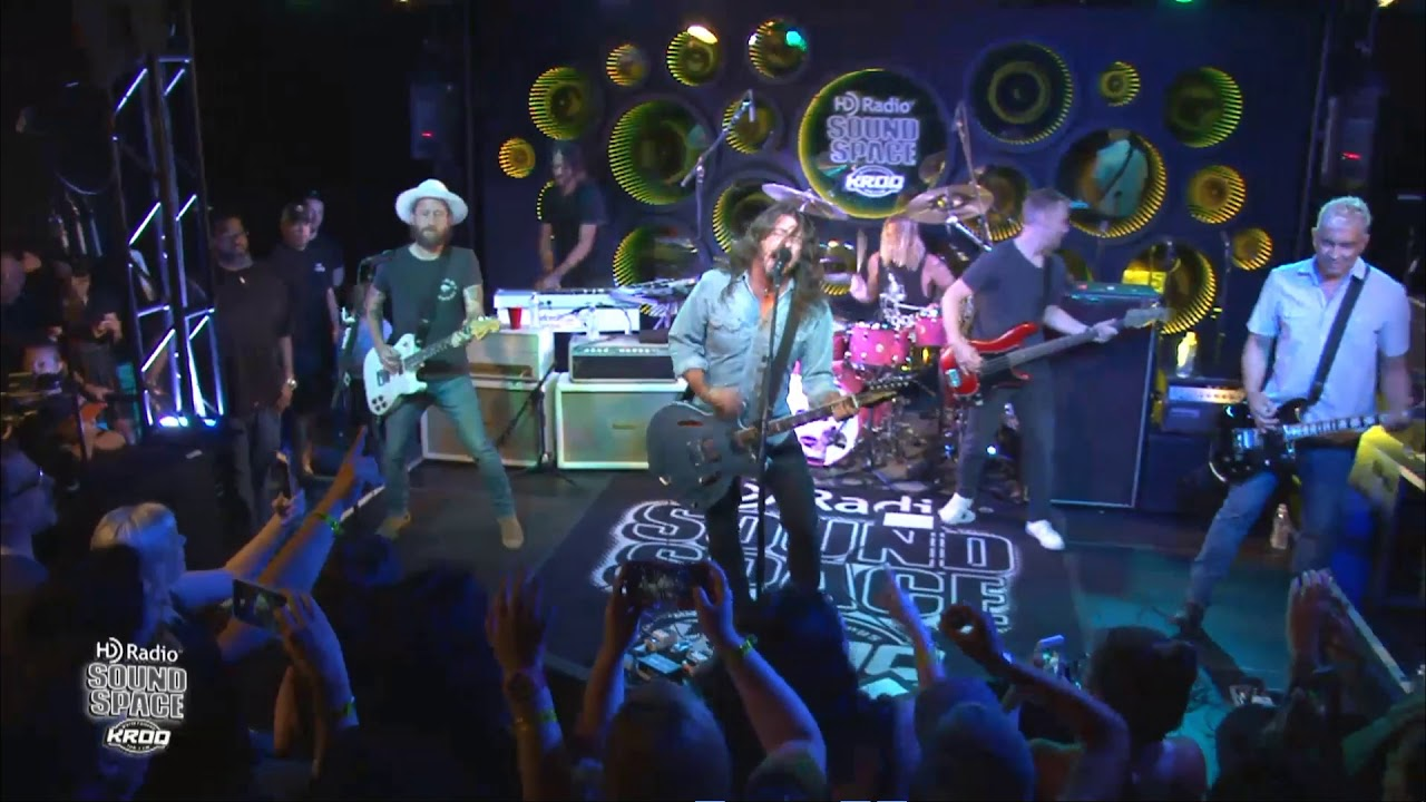 Foo Fighters in the HD Radio Sound Space at KROQ - YouTube