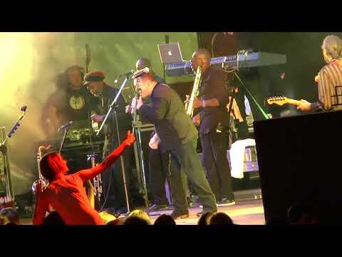 Смотреть клип ub 40 Калининград Парк Калинина концерт регги 2014г онлайн бесплатно в качестве