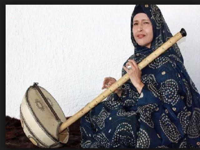 المعلومة بنت الميداح تغني نشيد ميثاق حقوق لحراطين
