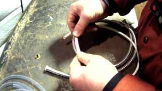 Ремонт гибкого шланга смесителя.(, 2014-01-15T00:27:04.000Z)