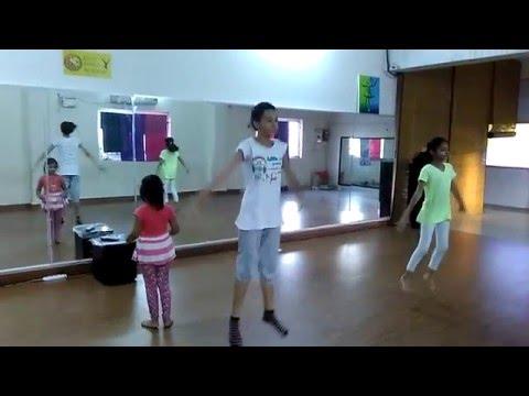 Leo's Dance Academy - Kids Ballet - Class practice