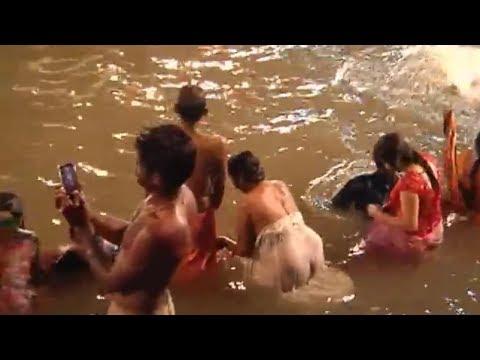 कुम्भ मेले  में त्रिवेणी नदी संगम शाही स्नान के वक्त ये नजारा देख कर हैरान | NKS Media
