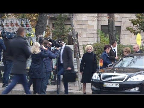 TVgolosnaroda: Меркель почтила Память Героев Небесной Сотни и возложила цветы. Киев