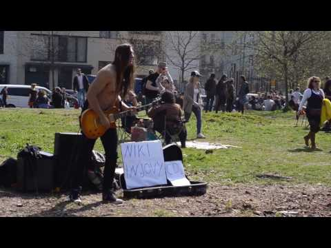 Sexy guitar player in Berlin - YouTube