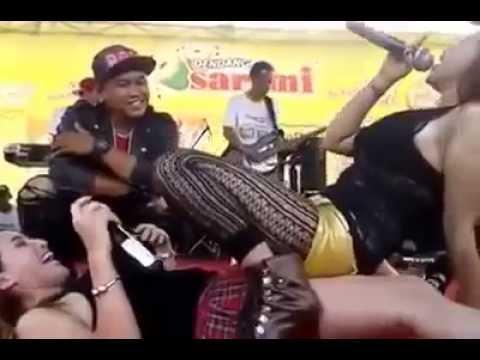 [HOT] Uut Selly Duet bareng Nia Jovanka - Sakitnya Tuh Disini thumbnail