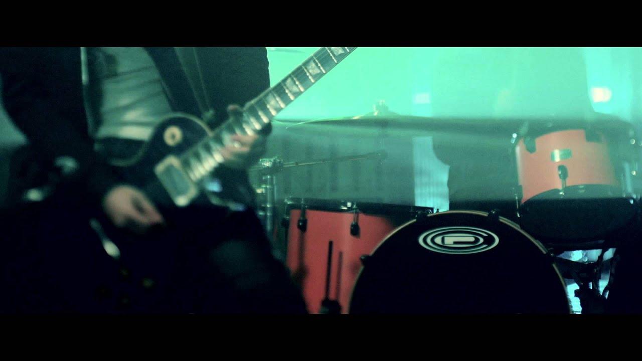 AKi 「FREAK SHOW」MV Full ver.