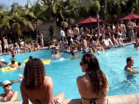 festa na piscina California  YouTube