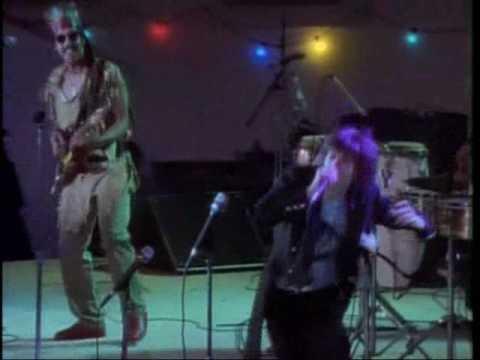 CHRISSIE HYNDE Followed by TOOTS HIBBERT Live in Jamaica.wmv