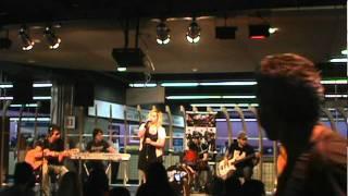 Banda Lacrima - What´s Up (4 non blondes cover) no metrô Paraíso