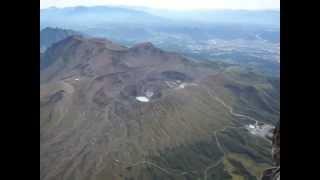 パラモーターで米塚~噴火口群~草千里~大噴火口~大観峰などを撮影し...
