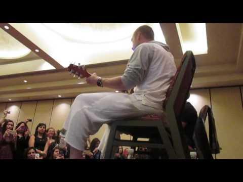 Help Me - Lugar de reunión con Nick Carter - Sheraton Santiago Chile 16/7/16