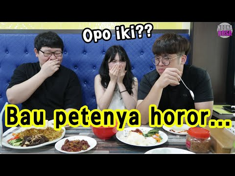 reaksi-orang-korea-makan-pete-&-mie-tek-tek-gratis