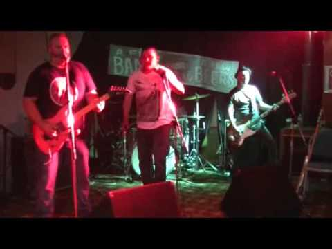 everybody knows that you're a wanker - Pawn Logic live at the bowlo
