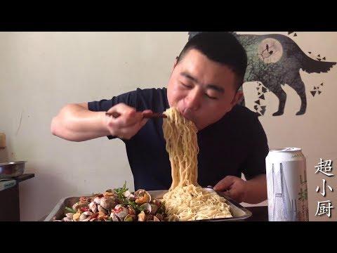 """【超小厨】5斤花蛤1斤面,吃完花蛤再用汤汁""""拌面"""",小厨已吃疯,你看疯了吗?"""
