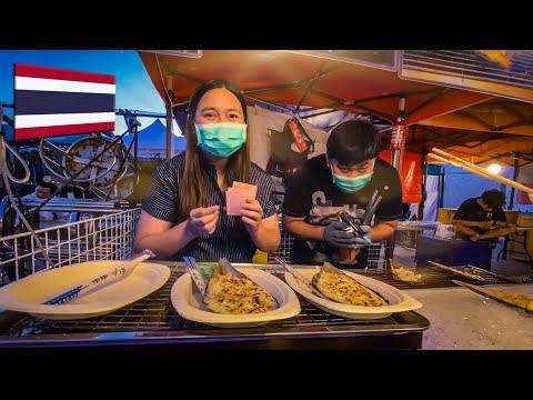 Surprising Thai People With BIG Tips! - Bangkok, Thailand