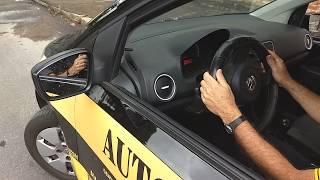 Quando viro o volante pra que lado vai a traseira do carro?