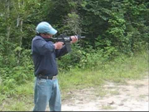 9mm, .40, .45, escopeta calibre 12, M16, Tirando con ... R15 Arma