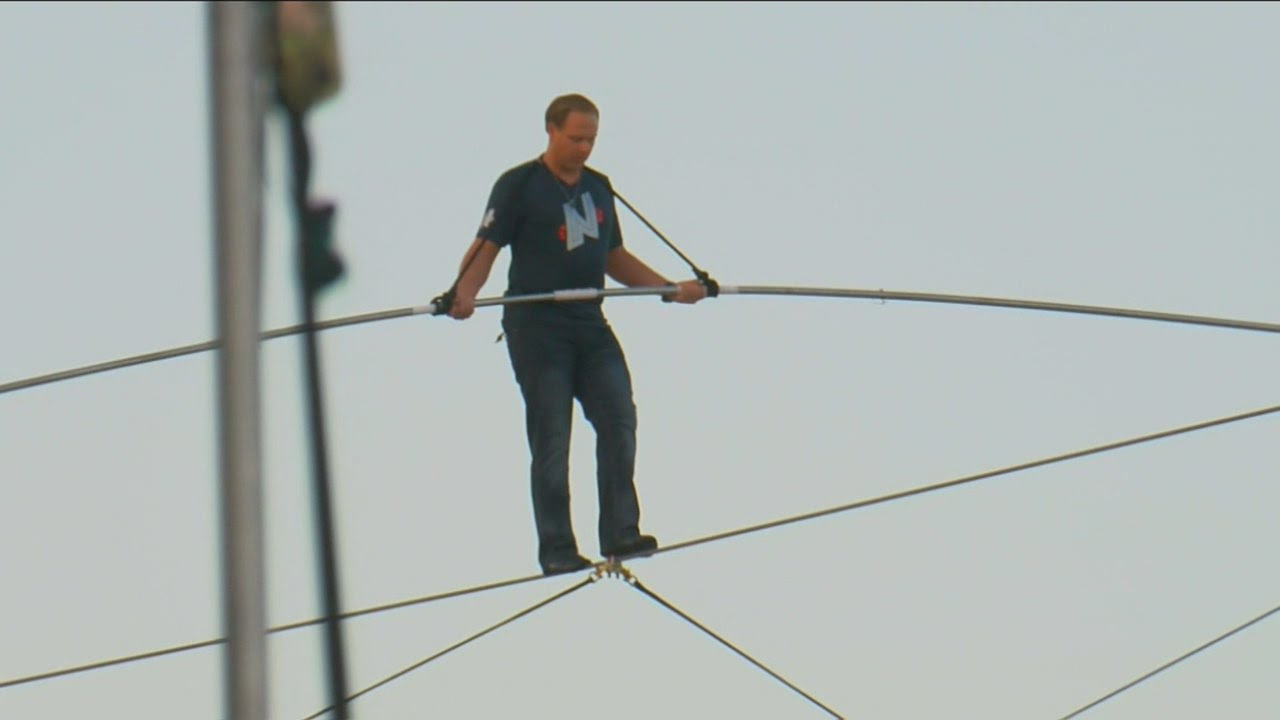 Nik Wallenda Sets World Record For Longest Tightrope Walk At - Nik wallendas epic blindfolded skyscraper tightrope walk