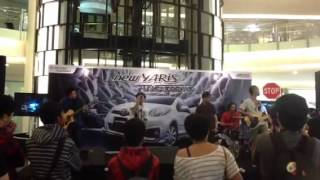 Saint Loco - Kedamaian (Acoustic at Emporium Mall)